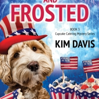 Spotlight: Framed and Frosted (Cupcake Catering Mystery Series) by Kim Davis